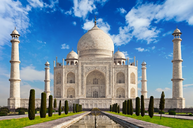 Taj Mahal W świetle Wschodu Słońca Premium Zdjęcia