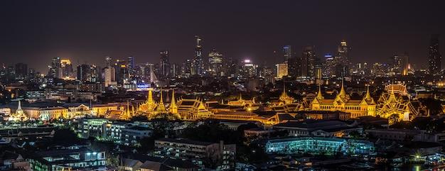 Tajlandia uroczysty pałac i wata phra kaew przy nocą w bangkok, tajlandia Premium Zdjęcia