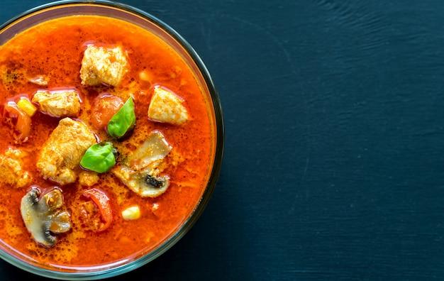 Tajskie Czerwone Curry Z Kurczaka Premium Zdjęcia