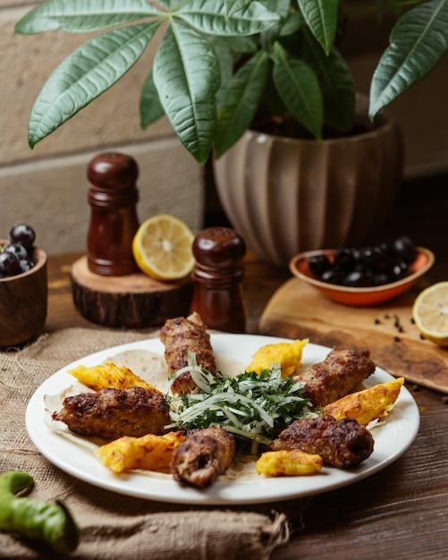 Talerz Lula Kebab Z Puree Ziemniaczanym Darmowe Zdjęcia