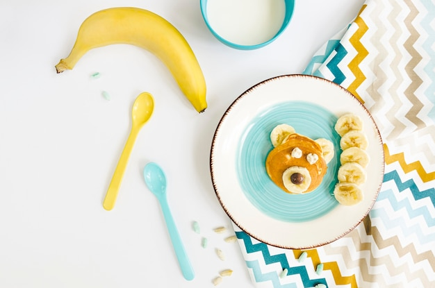Talerz Z Naleśnikami I Bananem Darmowe Zdjęcia