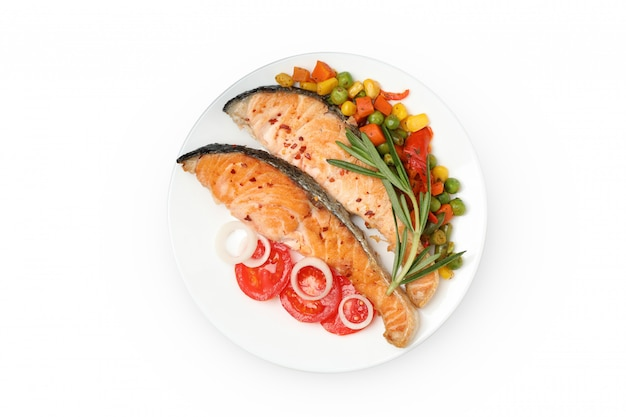 Talerz Z Piec Na Grillu łososiem Odizolowywającym Na Białym Tle Premium Zdjęcia
