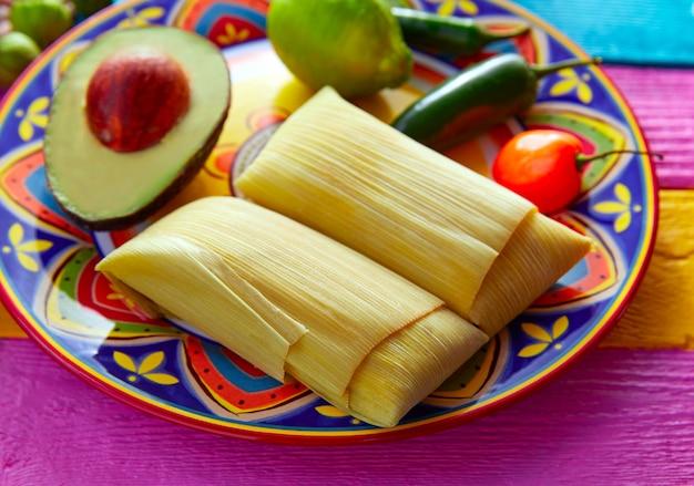 Tamales Meksykański Z Liści Kukurydzy Premium Zdjęcia
