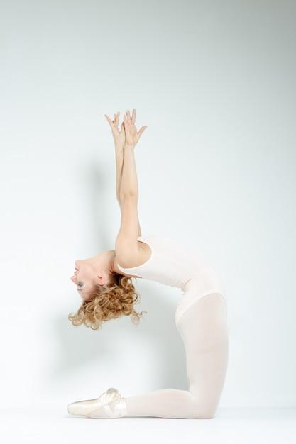 Tancerz w studio Premium Zdjęcia
