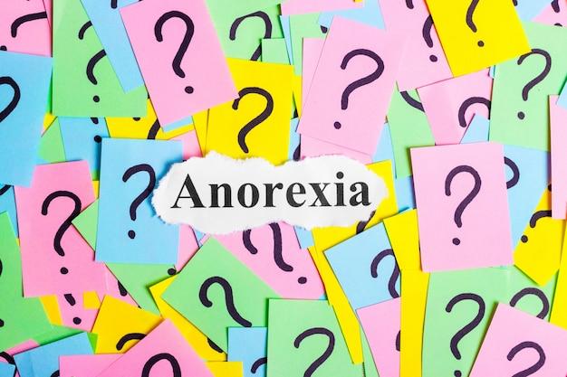 Tekst zespołu anoreksji na kolorowych karteczkach Premium Zdjęcia