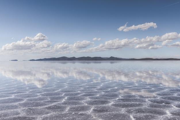 Tekstura Piasku Widoczna Pod Krystalicznie Czystym Morzem I Niebem Darmowe Zdjęcia