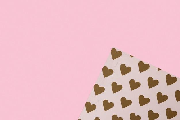 Tekstury tło modne kolory: różowe i złote i wzór serca papiery w minimalnym koncepcji Premium Zdjęcia