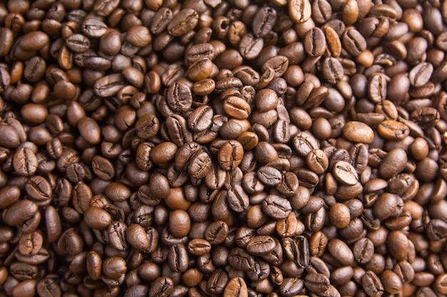 Tło palonych ziaren kawy, brązowe ziarna kawy mogą służyć jako tło Premium Zdjęcia