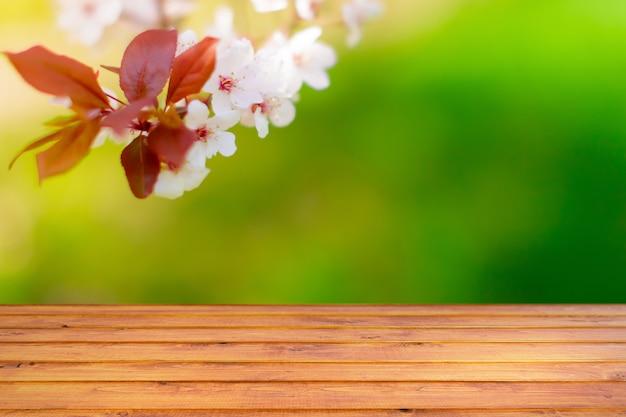 Tło Wiosna Z Drewnianym Stołem Premium Zdjęcia