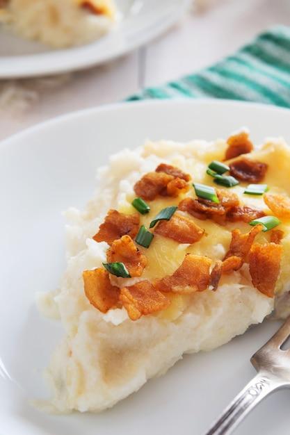 Tłuczone Ziemniaki Z Bekonem Premium Zdjęcia