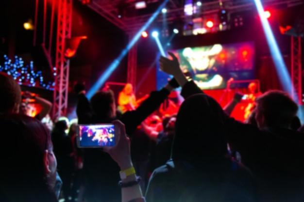 Tłum Ludzi Na Koncercie Premium Zdjęcia