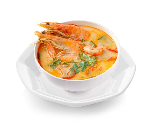 Tom Yam Kung (kuchnia Tajska) Na Białym Tle Premium Zdjęcia