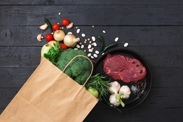 Torba Na Zakupy Ze Zdrową żywnością Premium Zdjęcia