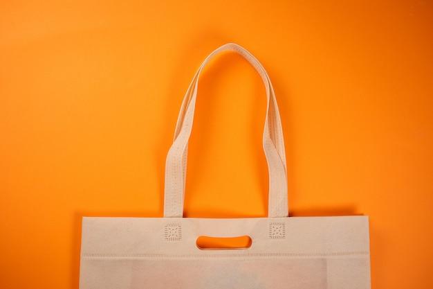 Torba Tekstylna Na Zakupy W Kolorze Pomarańczowym. Pomoc Konsumenta. Premium Zdjęcia