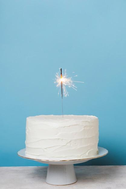 Tort urodzinowy widok z przodu z miejsca kopiowania Darmowe Zdjęcia