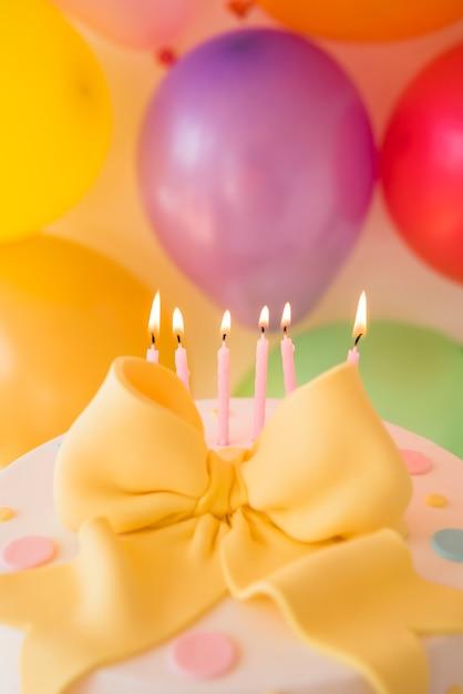 Tort Urodzinowy Z Balonami Darmowe Zdjęcia