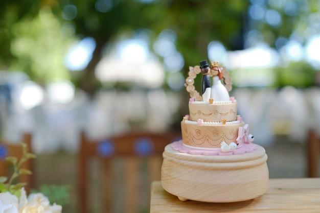 Tort weselny lalki, miłość para Premium Zdjęcia