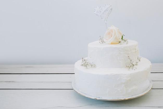 Tort Weselny Z Kwiatami Premium Zdjęcia