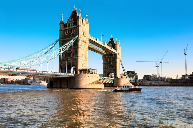 Tower Bridge W Londynie Premium Zdjęcia