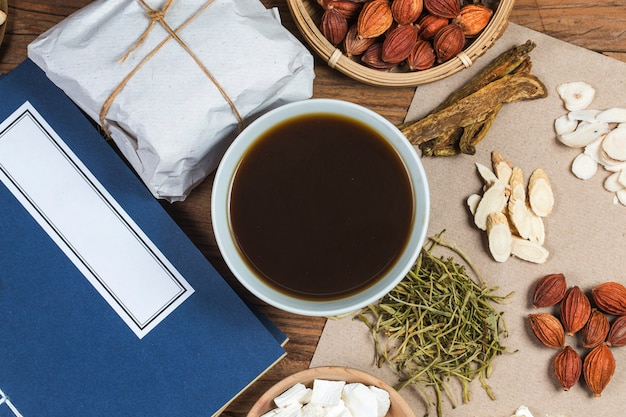 Tradycyjna Medycyna Chińska, Książki Medycyny Chińskiej Premium Zdjęcia