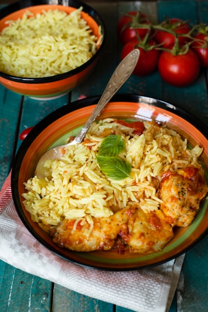 Tradycyjne Danie Indyjskie Z Ryżem I Kurczakiem Darmowe Zdjęcia