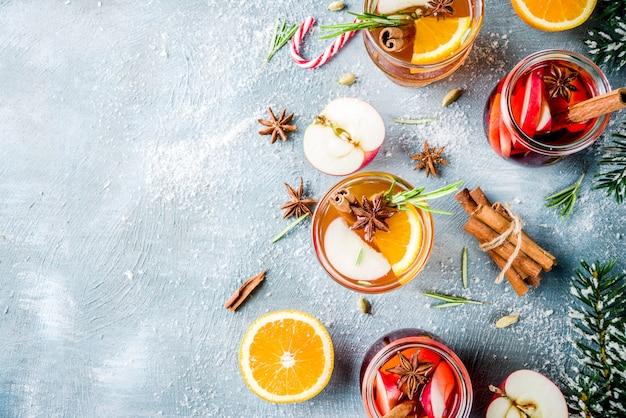 Tradycyjne napoje zimowe, biały i czerwony grzany koktajl z wina, Premium Zdjęcia