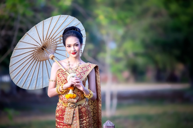 Tradycyjny Strój Kobiet W Tajlandii Premium Zdjęcia