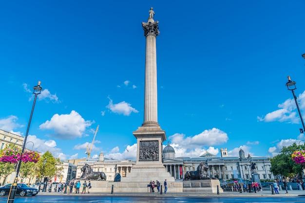 Trafalgar Square To Przestrzeń Publiczna I Atrakcja Turystyczna W Centrum Londynu. Premium Zdjęcia