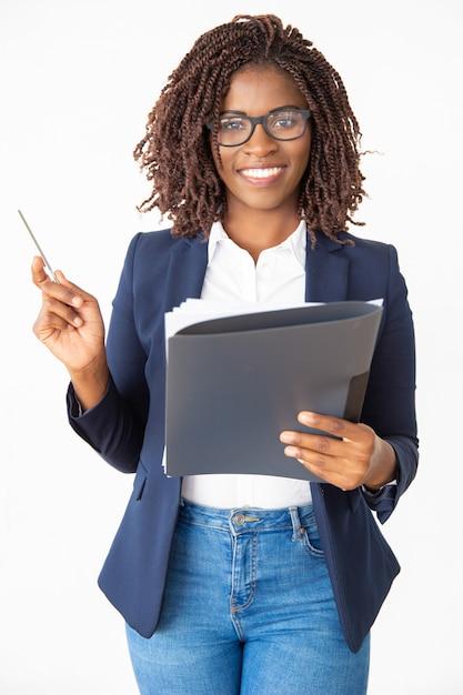Trener szczęśliwy pewność biznesowych w okularach Darmowe Zdjęcia