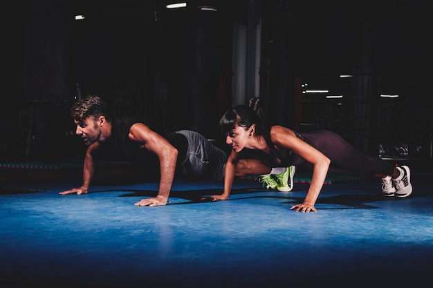 Trening para w siłowni Darmowe Zdjęcia