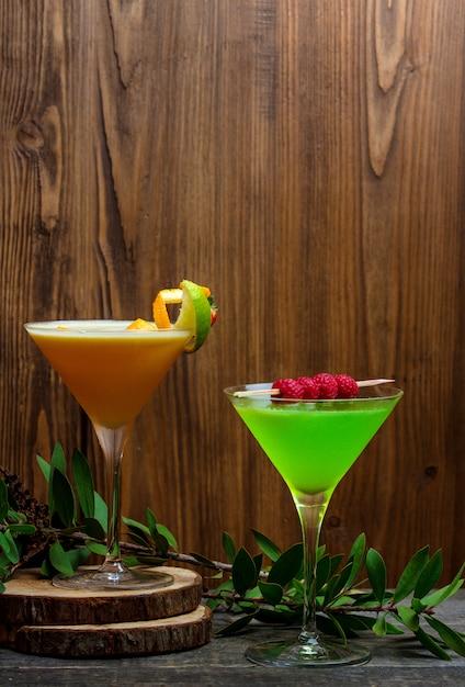 Tropikalne Napoje Bezalkoholowe Podawane Z Plasterkiem Cytryny Darmowe Zdjęcia