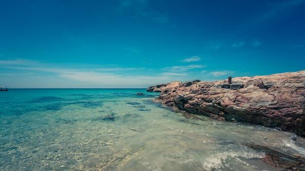 Tropikalny Widok Na Morze Premium Zdjęcia