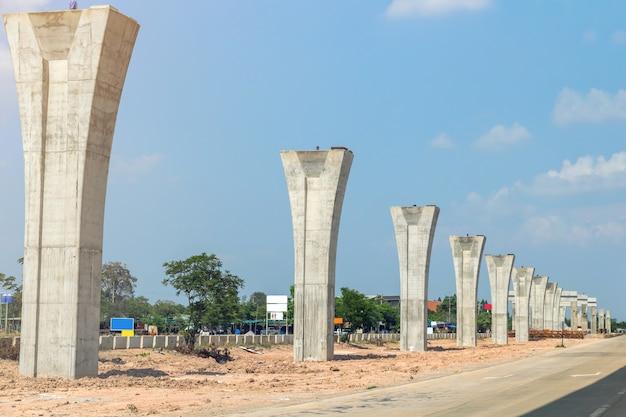 Trwa Budowa Linii Kolejowej Transportu Zbiorowego Premium Zdjęcia