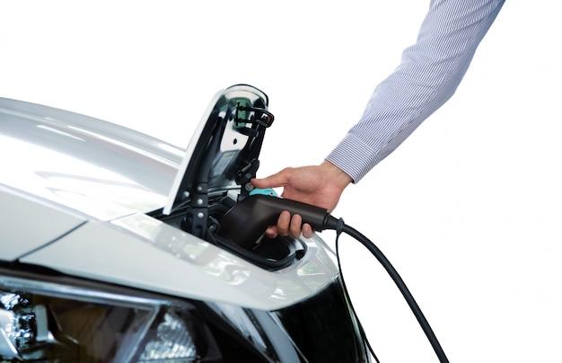 Trzymaj Rękę ładuj Elektryczny Samochód Vinhicle Do Zasilania Premium Zdjęcia