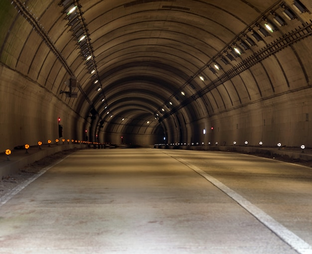 Tunnel Road Premium Zdjęcia