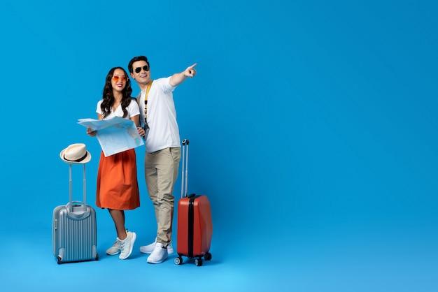 Turystyczna Para Cieszy Się Ich Wakacje Premium Zdjęcia