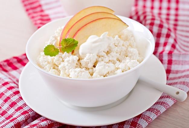Twarożek Z Jabłkami I śmietaną Na śniadanie Z Bliska Darmowe Zdjęcia