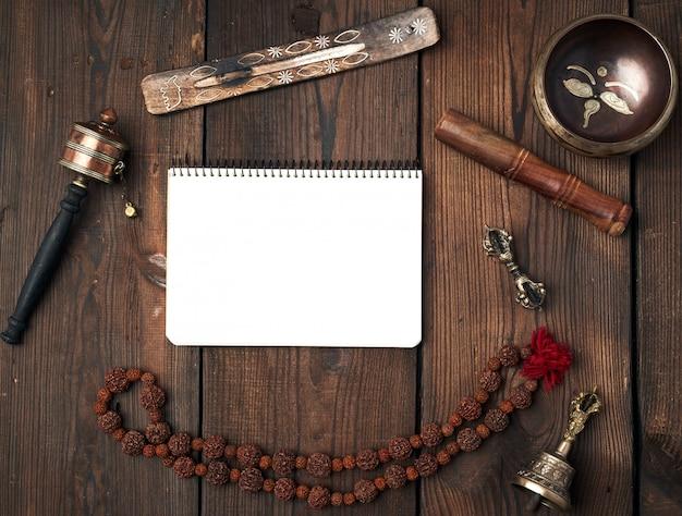 Tybetańskie Przedmioty Religijne Do Medytacji Premium Zdjęcia