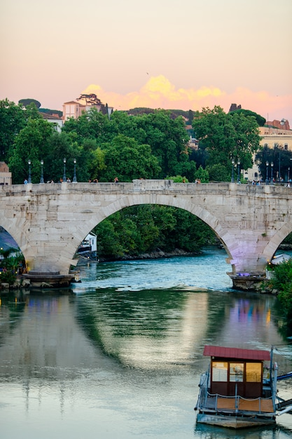 Tybru W Rzymie, Włochy Premium Zdjęcia