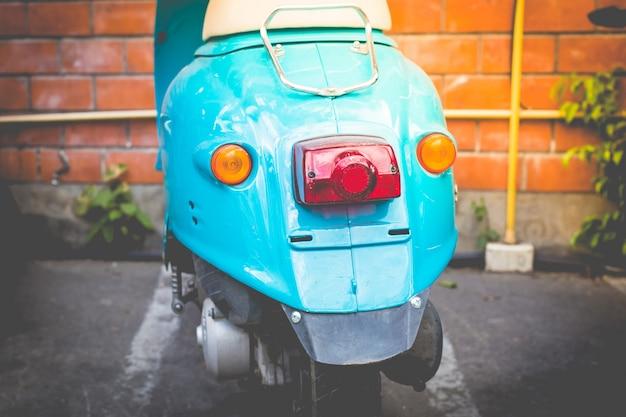 Tylna Część Niebieskiego Skutera, Rocznika Tonu I Stylu Retro Premium Zdjęcia