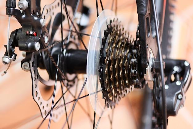 Tylne Koło I łańcuch W Rowerze Górskim Premium Zdjęcia