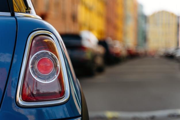 Tylne światło Samochodu. Tylne światło Samochodu W Mieście Premium Zdjęcia