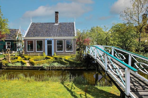 Typowy Dom We Wsi Zaanse Schans Premium Zdjęcia