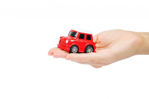 Ubezpieczenie Samochodu. Miniatura Samochodu Zakryta Rękami. Premium Zdjęcia