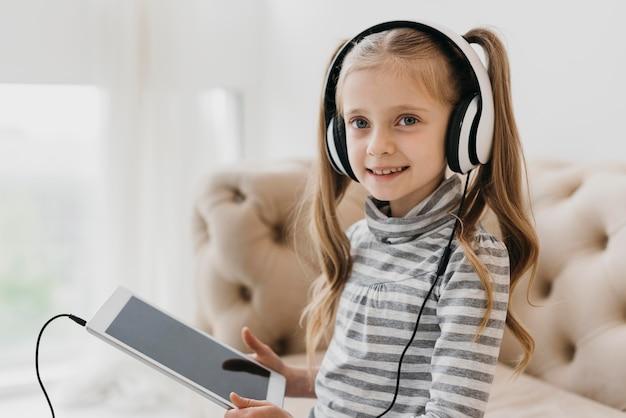Uczennice Noszące Słuchawki Wirtualne Kursy Darmowe Zdjęcia