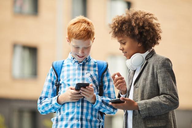 Uczniowie Uczący Się Online Premium Zdjęcia