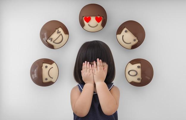 Uczucia I Emocje Dziecka. Premium Zdjęcia