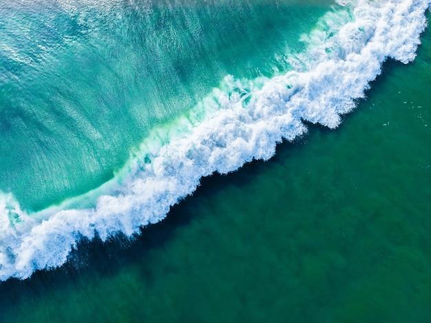 Ujęcie Lotnicze Falującego Błękitnego Morza Z Góry - Idealne Jako Tło Darmowe Zdjęcia