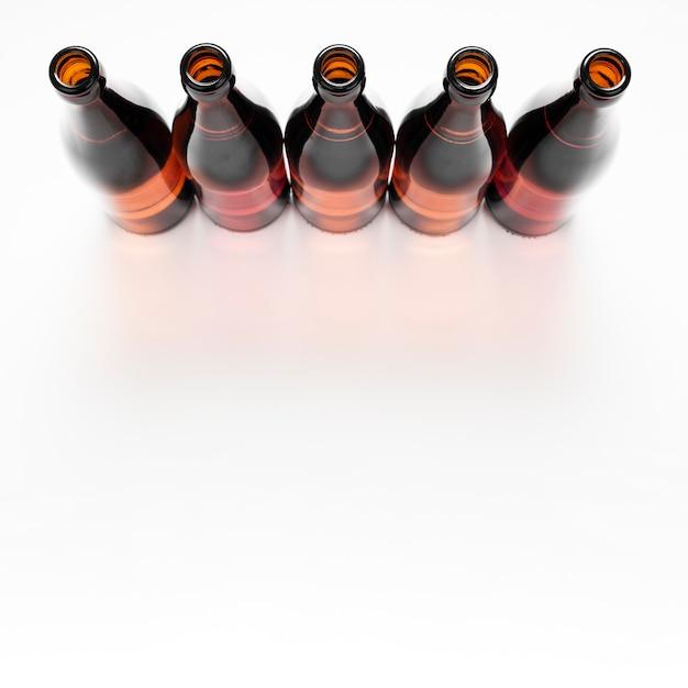 Układ butelek piwa z miejsca na kopię Darmowe Zdjęcia
