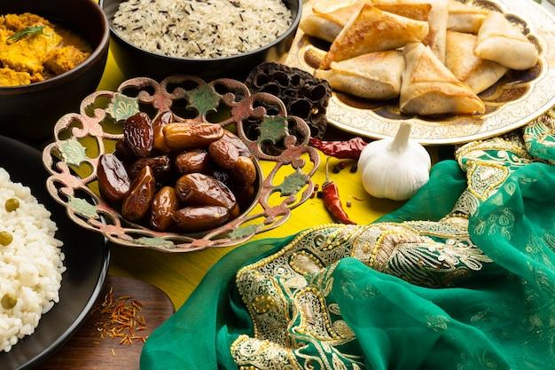 Układ Jedzenia Z Wysokim Kątem Sari Darmowe Zdjęcia